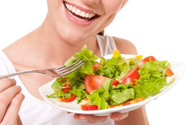 السرطان.. عاداتك الغذائية تعزّز إصابتك به أو تحميك منه