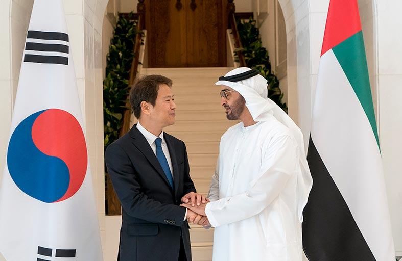 محمد بن زايد يبحث مع مبعوث الرئيس الكوري العلاقات الثنائية والقضايا الإقليمية والدولية