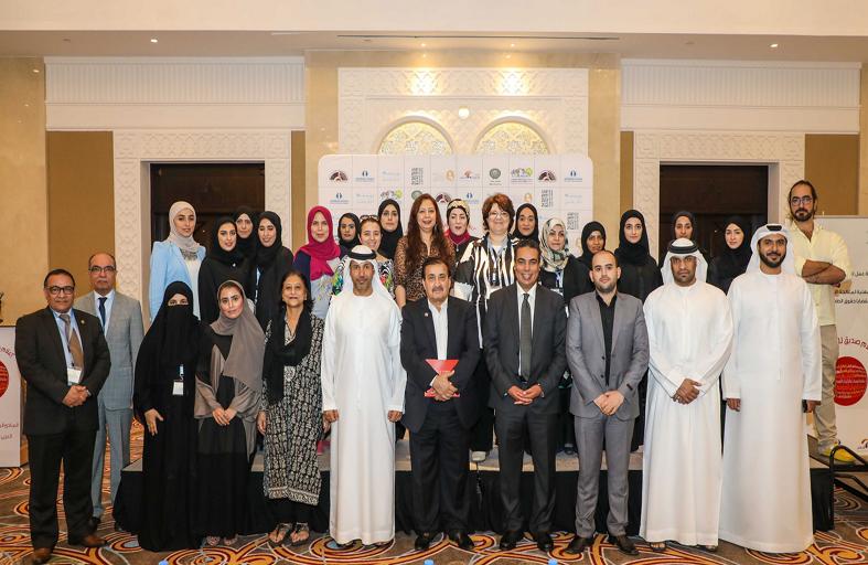 سلطان بن أحمد القاسمي يوقّع عهد المبادئ المهنية لمعالجة قضايا حقوق الطفل في الإعلام العربي