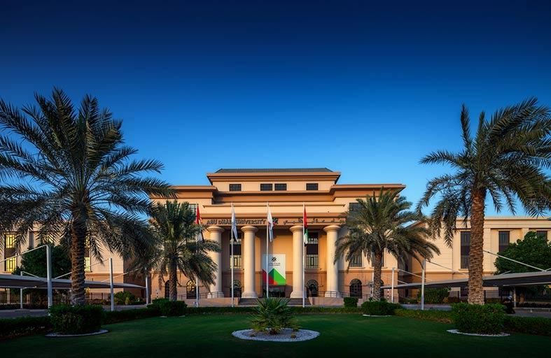جامعة أبوظبي تسجل نمواً كبيراً في أعداد البحوث العلمية