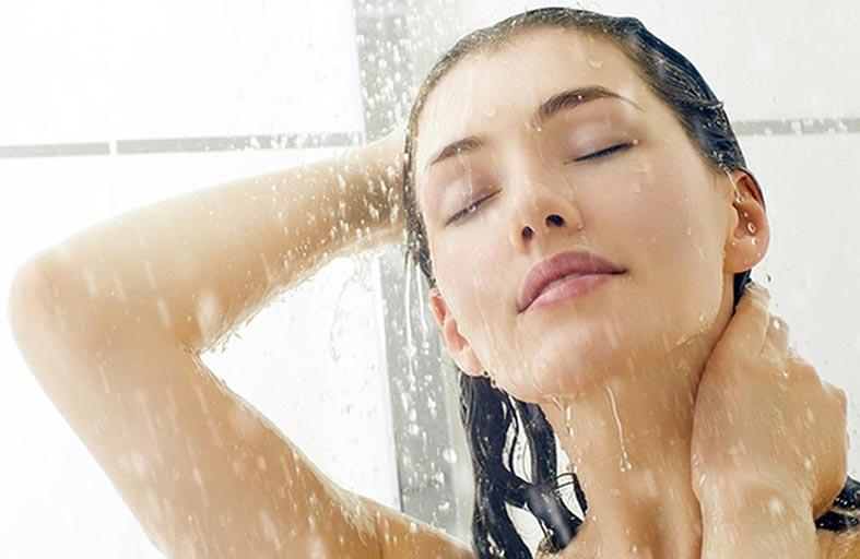 الماء الساخن يؤذي البشرة
