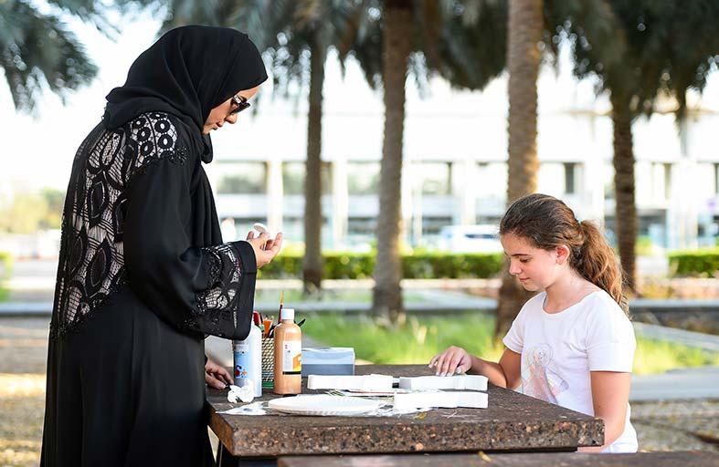 تعلّموا تلوين الفخار ضمن ورش يوم العائلة الشهرية المقامة في قصر المويجعي