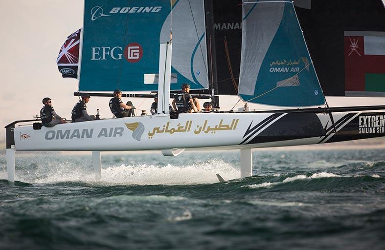 قارب فريق الطيران العُماني يتأهب للجولة الرابعة في برشلونة