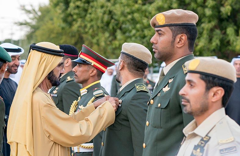 محمد بن راشد ومحمد بن زايد يقلدان عددا من أبطال القوات المسلحة «وسام الشجاعة»
