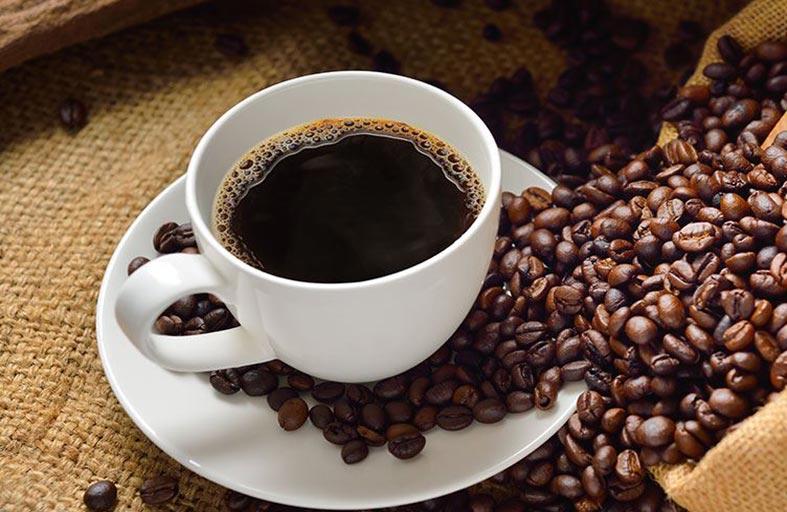 لا تشرب القهوة على معدة خالية