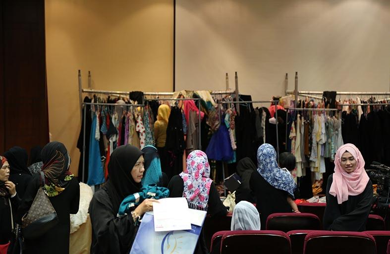 6000 هدية للمهتدين الجدد من موظفي  دار زايد للثقافة الإسلامية