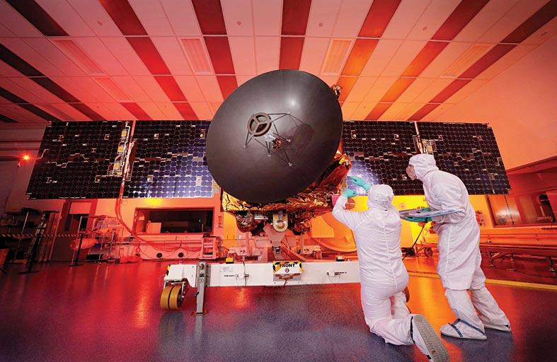 إنجاز وضع مسبار الأمل داخل كبسولة وتثبيتها أعلى صاروخ الإطلاق بنجاح