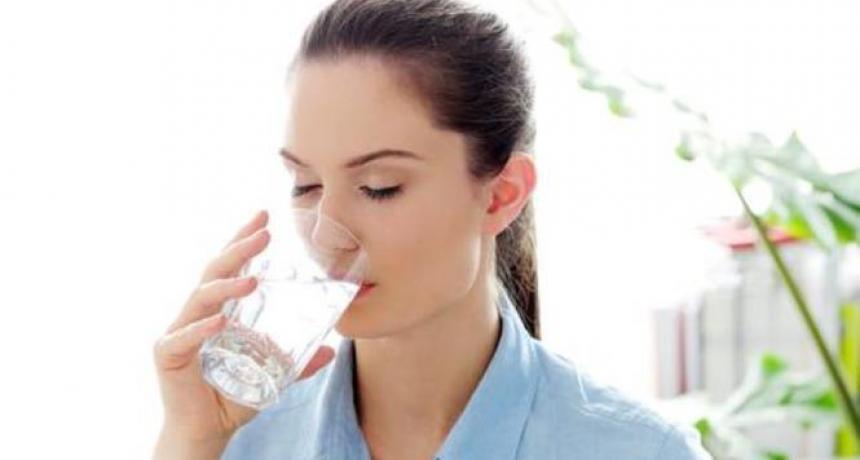 فوائد اعجازية لشرب الماء البارد والساخن صباحاً