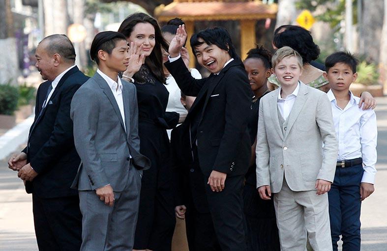 بعد الطلاق .. أنجلينا جولي  تسعى لتبنّي أطفال جدد
