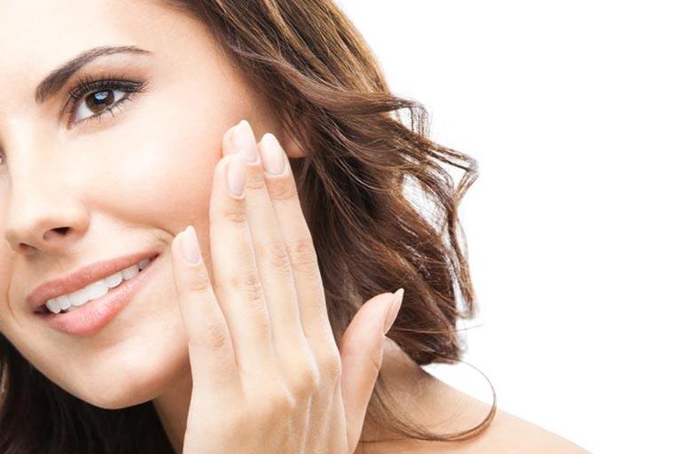 كيف تختارين المنتج المناسب لتنظيف وجهك؟