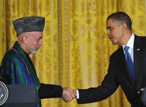 كرزاي يبحث في واشنطن الوجود الأمريكي بأفغانستان