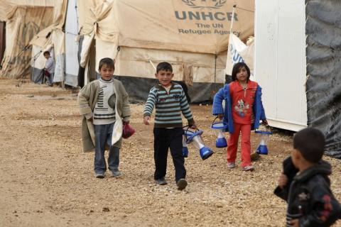 لاجئو الزعتري يحولون خيمهم إلى أكشاك ومقاهٍ
