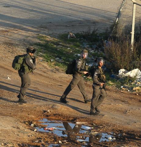 المستوطنون يستخدمون طائرات لرصد بناء الفلسطينيين