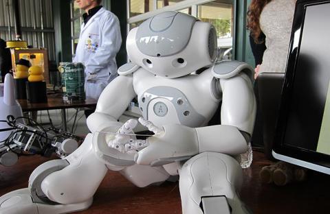الروبوتات جزء أساسي من الحضارة الحديثة