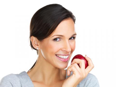 بشرة نقية مع التفاح