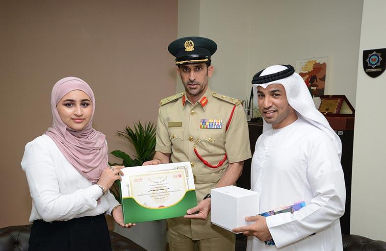شرطة دبي تكرم أصغر روائية إماراتية