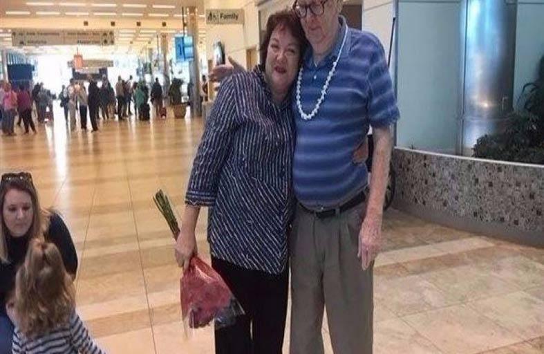يجتمع بابنته بعد فراق 60 عاماً
