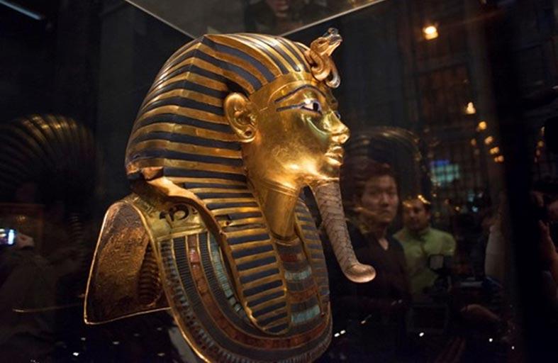 جناح خاص لعرض القناع الذهبى للملك توت عنخ آمون في المتحف المصرى الكبير