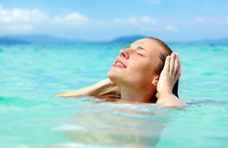كيف تحمي عينيك في الصيف وعند السباحة؟
