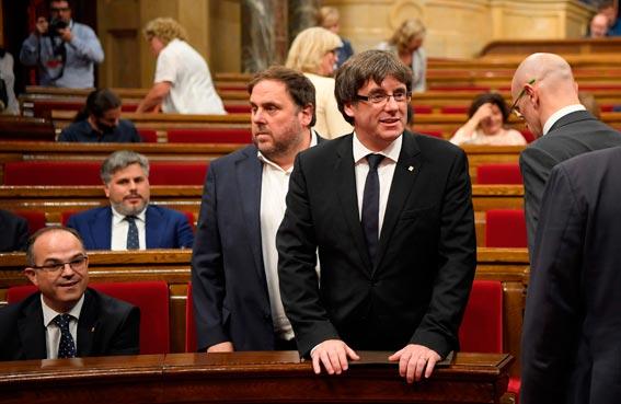 المفوضية الأوروبية تدعو إلى احترام الدستور الاسباني