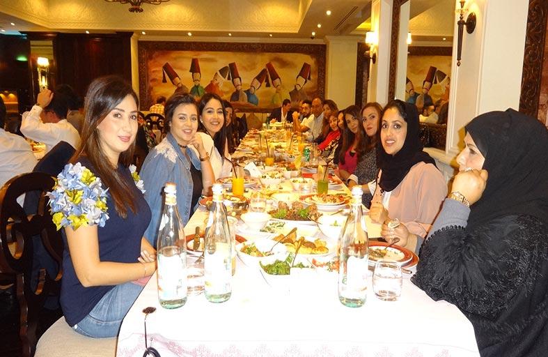 مطعم النافورة يستضيف الأمهات في عيدهن