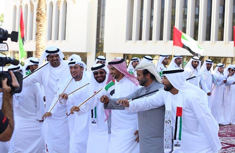 التراث يفرض تواجده فى احتفالات بلدية مدينة العين بالعيد الوطنى