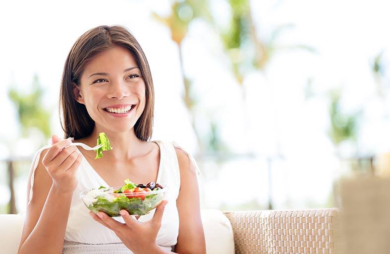 الأكل بين وجبات  الطعام .. اجعله متوازنا