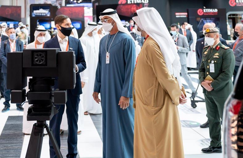 محمد بن زايد يواصل زيارة عدد من الأجنحة الوطنية المشاركة في آيدكس 2021