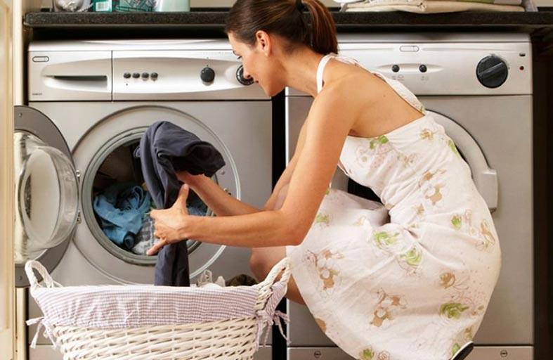 توصية بتشغيل غسالة الملابس على درجة حرارة عالية لقتل الفطريات