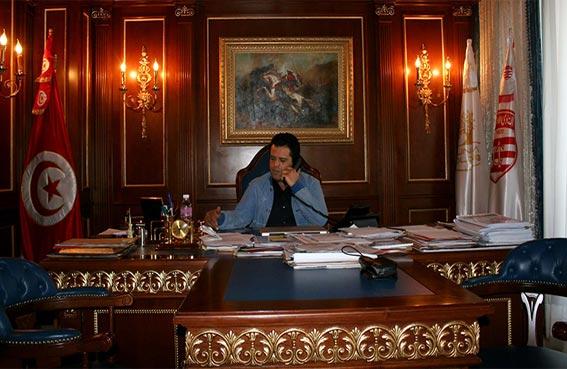 تونس: سرقة وثائق هامة من مكتب سليم الرياحي!!