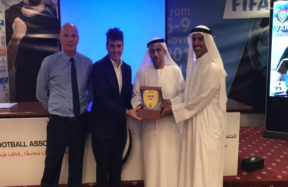 بوساكا رئيس لجنة حكام الفيفا : الإمارات قطعت أشواطاً مهمة لتطبيق تقنية حكم الفيديو