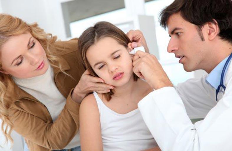 أعراض التهاب الأذن الوسطى لدى الأطفال وطرق علاجها