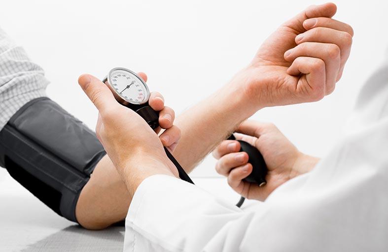 ضغط الدم.. أسباب ارتفاعه وطرق علاجه