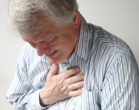 ألم الصدر... هل يشير إلى داء الصمام الأبهري؟