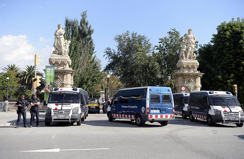 الشرطة تغلق محيط برلمان كاتالونيا لدواع امنية