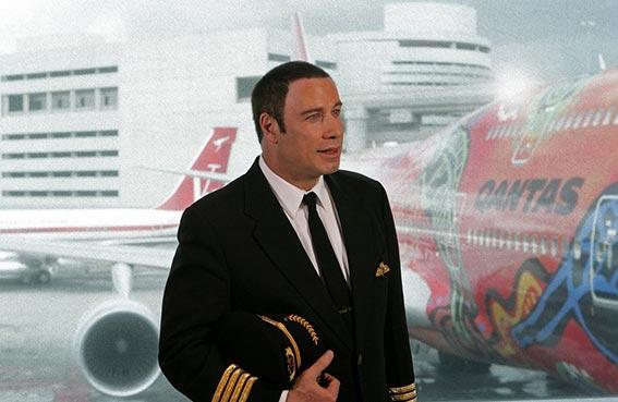 جون ترافولتا.. (طيار حقيقي) باستطاعته السيطرة على الحالات الطارئة