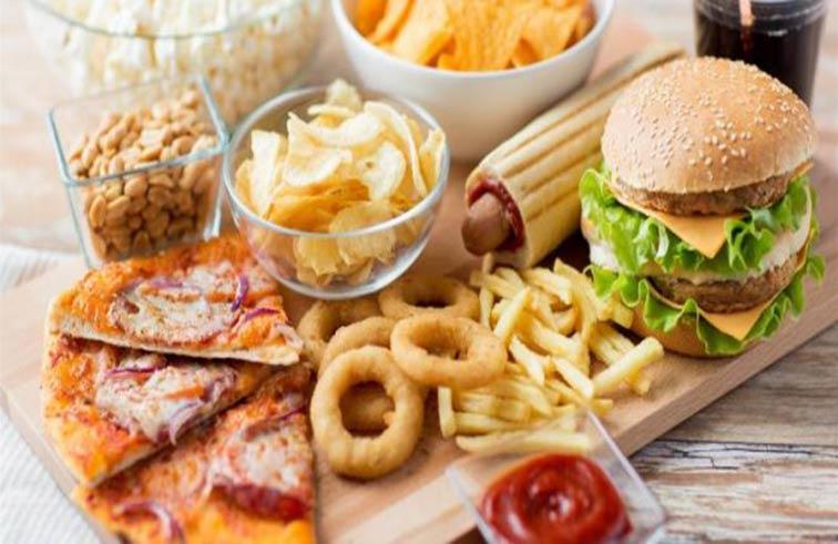 5 أطعمة تزيد الإحساس بالقلق