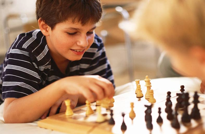 لعبة الشطرنج تنمي مهارات التفكير لدى الطلاب