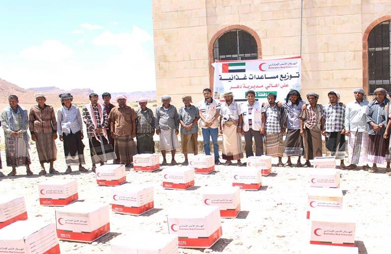 الهلال الأحمر يواصل توزيع المساعدات الإغاثية على أهالي مديرية دهر بشبوة