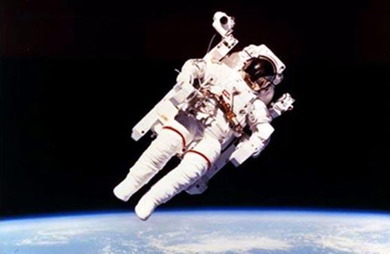 البزات الفضائية... كيف تحمي أصحابها من مخاطر التنقل في الفضاء؟