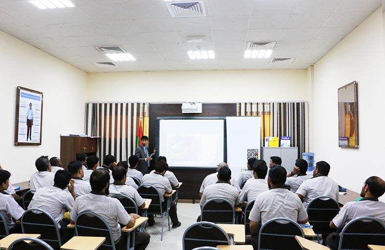 1705 ساعة تدريب بالنصف الأول من العام الجاري في مواصلات عجمان