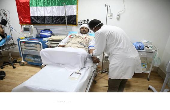 أعضاء البعثة الدبلوماسية الإماراتية يتبرعون بالدم لإنقاذ جرحى تفجيري مقديشو