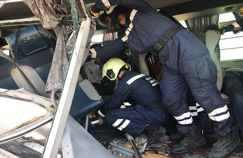 وفاة 7 أشخاص وإصابة 35 في حادث اصطدام حافلة بشاحنة