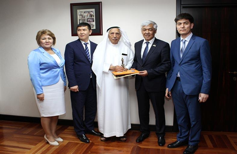 جمعة الماجد يبحث التعاون الثقافي مع المكتبة الوطنية في كازاخستان