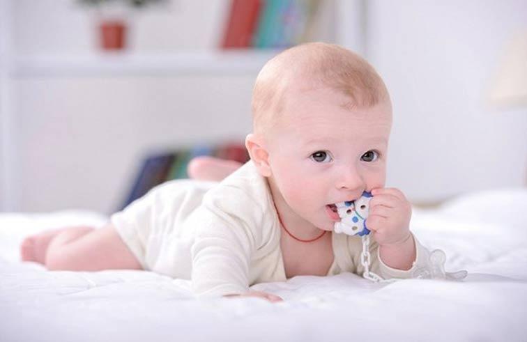 ما العلاقة بين تسنين الطفل وديدان الأمعاء؟