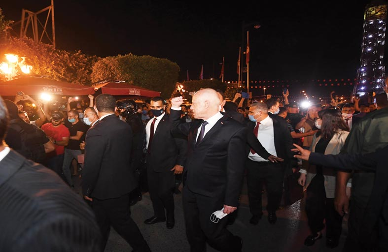 تونس: 87 % من التونسيين يؤيدون قرارات الرئيس