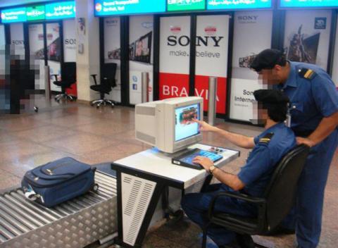 جمارك دبي تحبط محاولة تهريب 90 كبسولة هيروين في أحشاء مسافر آسيوي