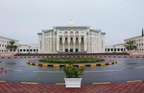 جامعة الشارقة تنفي اشتراطها على الجهات المانحة رفع معدلات التفوق