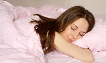 القراءة قبل النوم تساعد على نوم هادئ