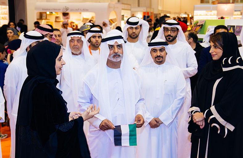 نهيان بن مبارك يزور معرض الشارقة للكتاب